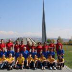 Jeugd Oude Kerk Ermelo bij Genocide monument inJerevan